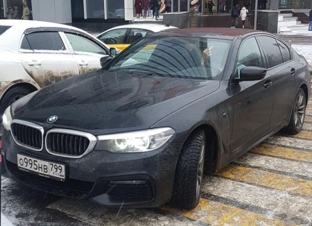 Любишь парковаться в неположенном месте - люби и штрафы платить (3 фото)