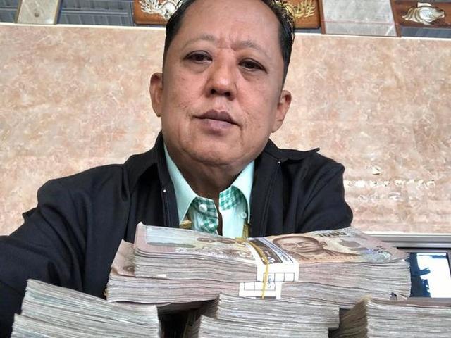 Миллионер ищет жениха для своей дочери и готов заплатить будущему зятю (9 фото)