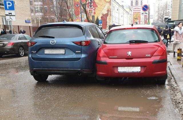 Новый уровень в парковке автомобилей (4 фото)
