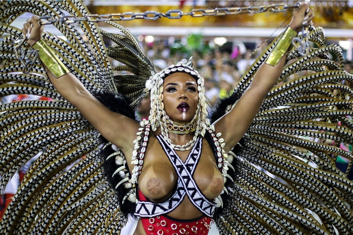 Участницы Бразильского карнавала в самых откровенных нарядах (25 фото)