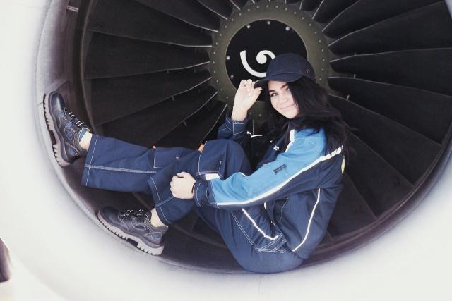 Как вы думаете, кем работает эта девушка из Новосибирска? (7 фото)