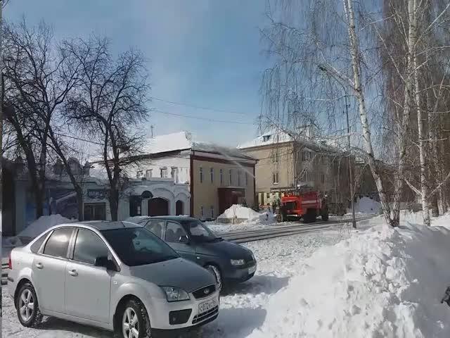 Уборку наледи в Катайске доверили пожарным