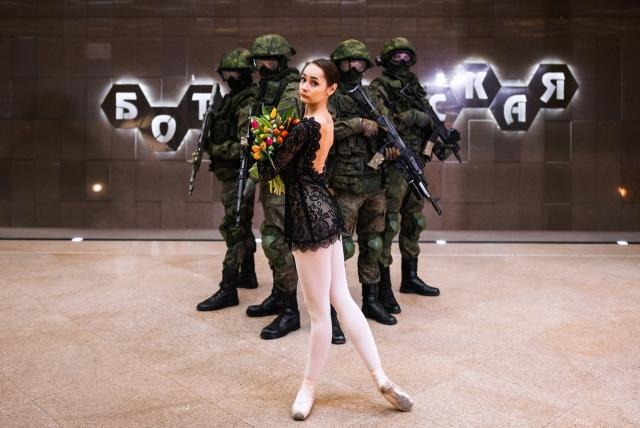 Военные ЦВО поздравили женщин с наступающим 8 Марта (10 фото)