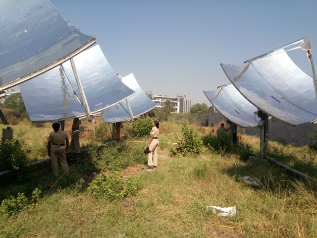 Солнечная паровая кухня в индийской тюрьме (6 фото)