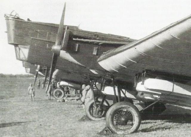 """Подвесные """"гробы"""" для десантников 1930-х годов (4 фото)"""