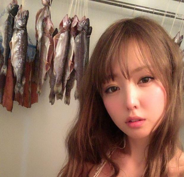 Странная фотосессия японской модели Шихоми Ёсино (6 фото)