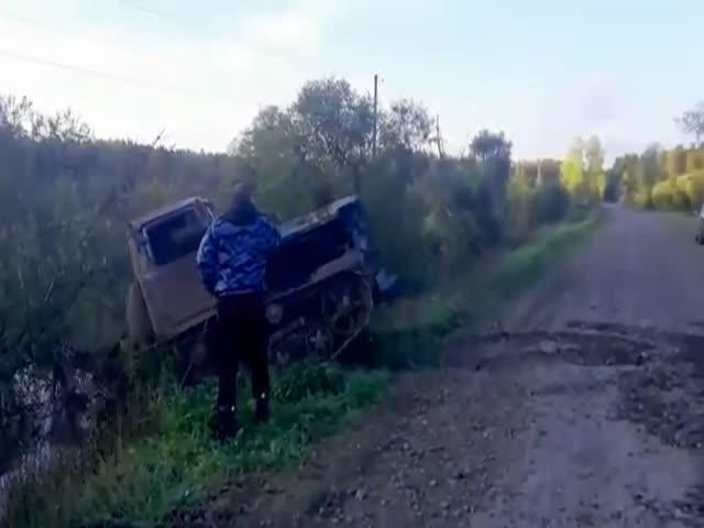 """Вызвали на помощь тракториста, но он оказался """"слегка"""" пьян"""