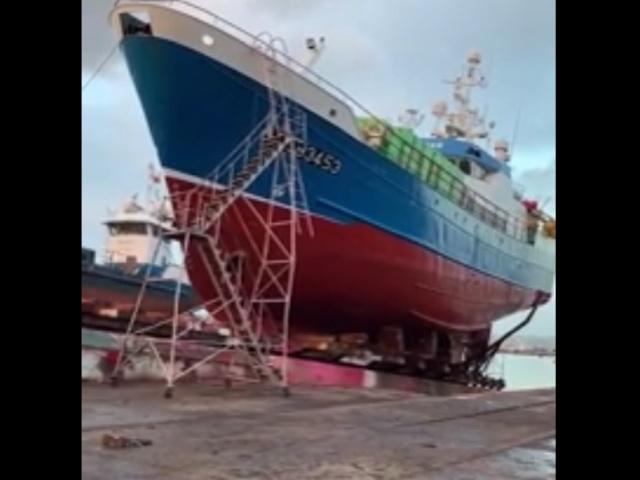 Только что покрасили корабль, но всё пошло не по плану