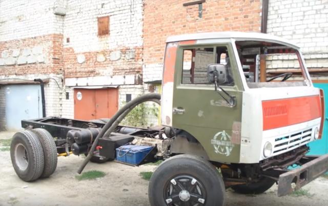 Восстановление старого КамАЗа, который простоял на улице несколько лет (15 фото)
