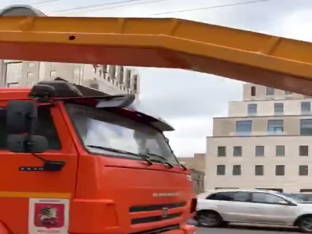 """В Москве продолжается """"тщательная"""" уборка снега"""