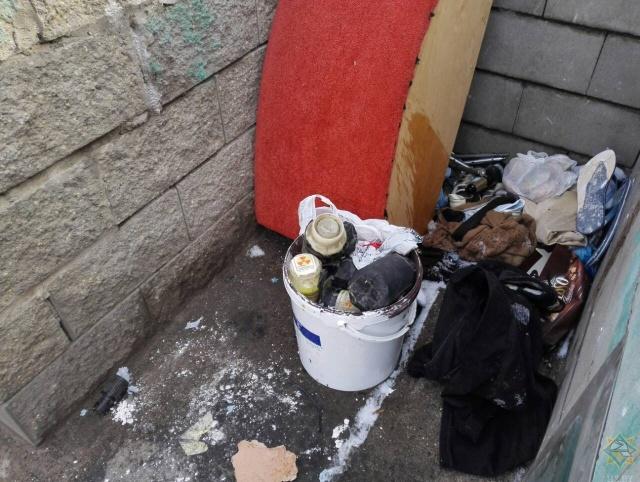 Житель Минска обнаружил на помойке контейнеры с радиоактивными веществами (8 фото)