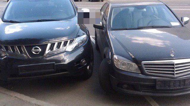 Особенности парковки по-московски (2 фото)