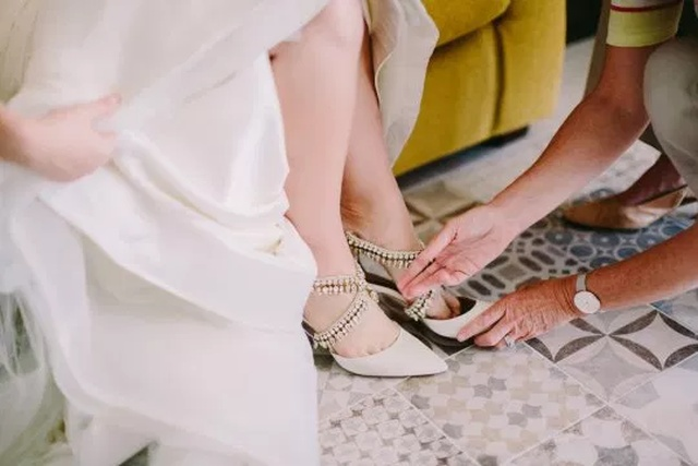 Невеста получила необычный свадебный подарок от своей умершей матери (3 фото)