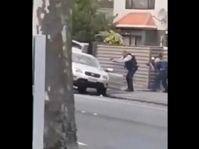 Очевидцы засняли задержание Брентона Тарранта, устроившего бойню в Новой Зеландии