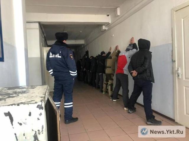 В Якутске прошел антимигрантский митинг после нападения на местную жительницу (13 фото + 2 видео)