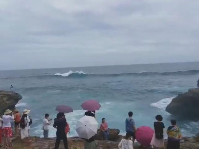 Фотосъемка на фоне моря пошла не по плану