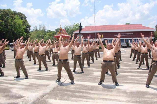 """Специальный """"лагерь"""" для полицейских с избыточным весом (3 фото)"""