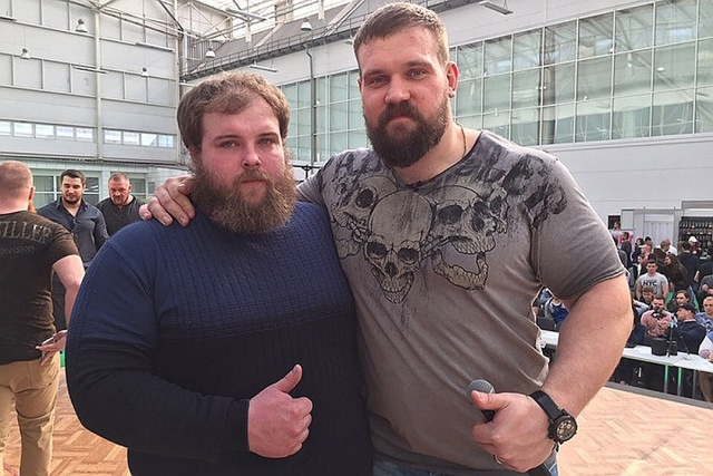 В Красноярске прошел первый чемпионат по мужским пощечинам (4 фото + видео)