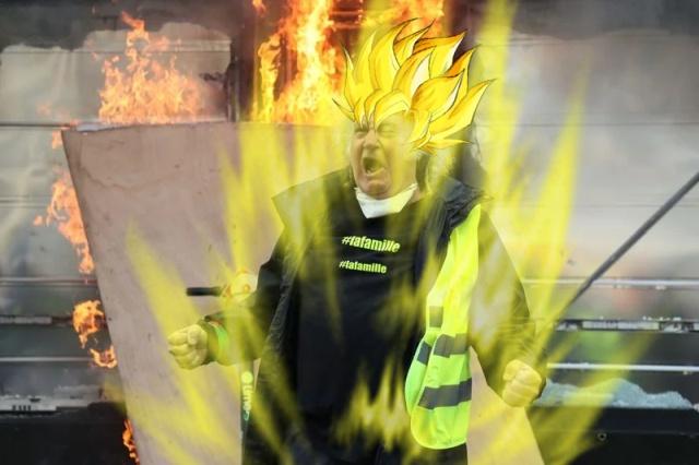 """Фотожабы на фото """"орущий мужчина с протестов жёлтых жилетов во Франции"""" (20 фото)"""