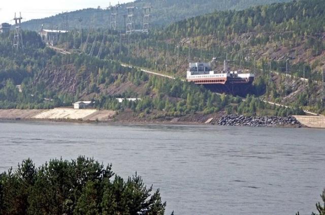Как корабли преодолевают гидроэлектростанции? (8 фото)