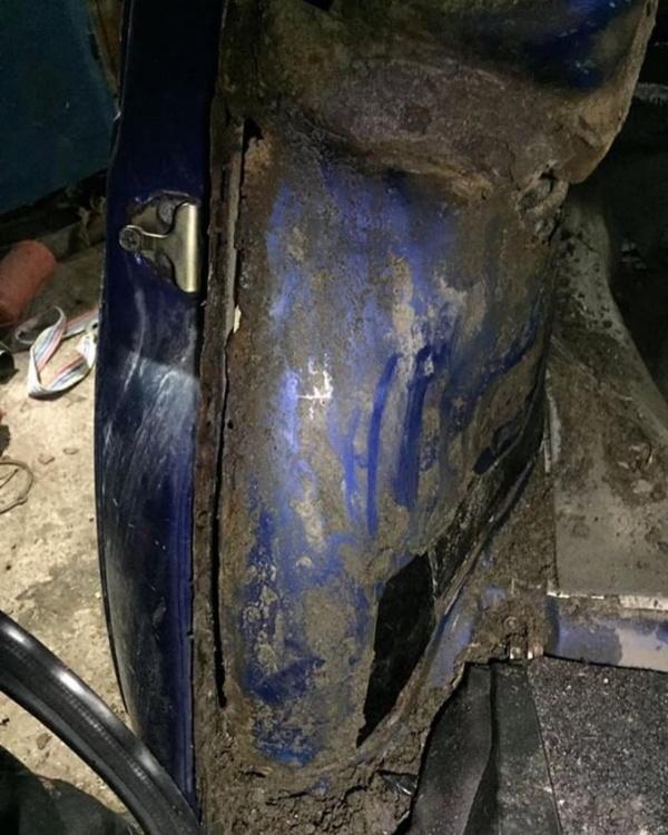 Влажные сидения в автомобиле (4 фото)