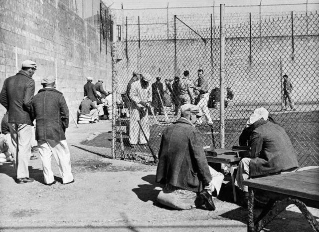 Атмосферные фотографии, сделанные в тюрьме Алькатрас (34 фото)