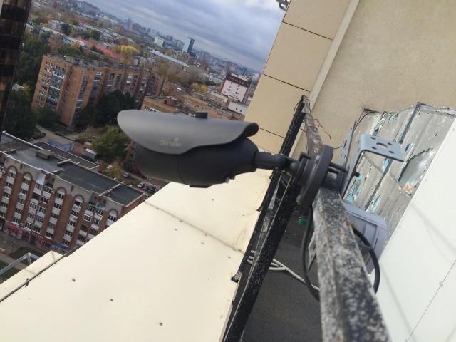 Жители самарской многоэтажки жалуются на круглосуточное видеонаблюдение (2 фото)