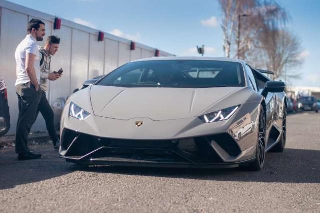 Владелец Lamborghini Performante хотел разогнаться в городе, но все пошло не так, как он планировал (4 фото + видео)