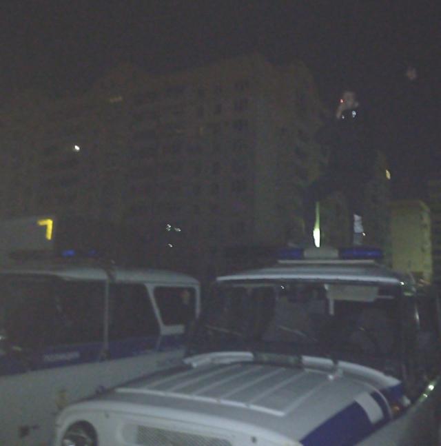 Омский хулиган и фотосессия на крыше полицейского УАЗика (2 фото + видео)
