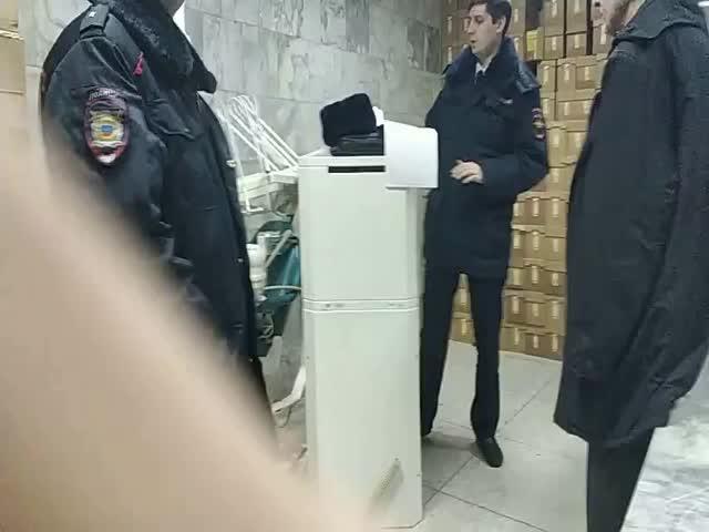 В здании городского морга Югорска обнаружили несколько тонн коробок с детским питанием
