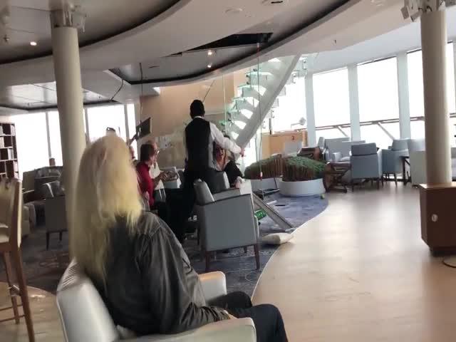 Видео с борта терпящего бедствие лайнера Viking Sky