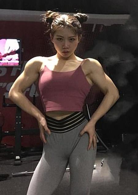 Китаянка Чен Лу поразила пользователей сети своими мышцами (9 фото)