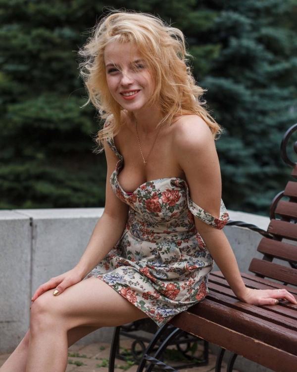 Самая горячая журналистка КХЛ Ульяна Тригубчак проведет откровенную фотосессию, чтобы порадовать свою любимую команду (26 фото)