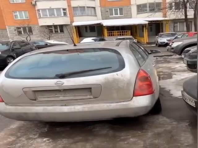 Что делать, когда кто-то перекрыл выезд с парковки?