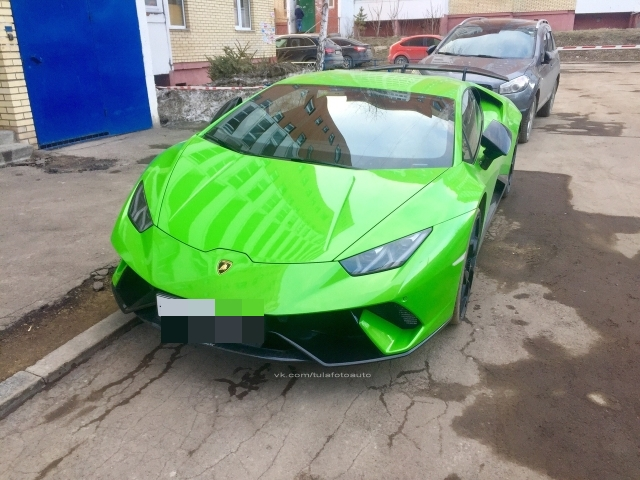 В Туле появился первый Lamborghini Huracan, который принадлежит 18-летнему парню (5 фото)