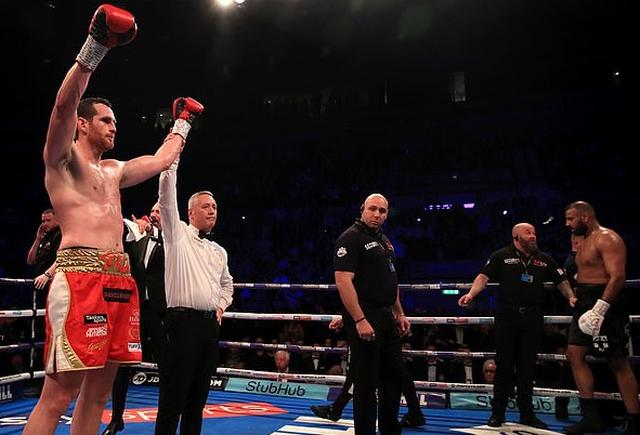 Британский боксер Кэш Али укусил Дэвида Прайса во время боя (6 фото + видео)