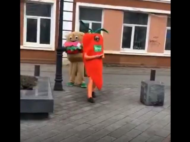 Разборки между гамбургером и морковкой