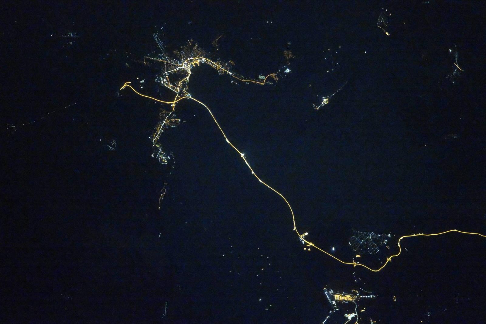 Как выглядят российские города из космоса ночью (22 фото)