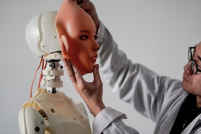 Сибил Сталлоне потратила 500 тысяч долларов, чтобы стать живым секс-роботом (5 фото)