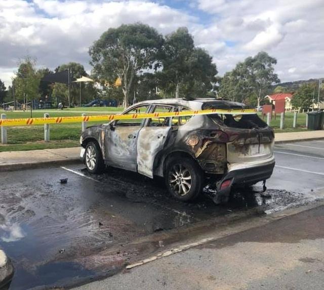 Австралийка в последний момент успела спасти своих детей из горящего автомобиля (5 фото + видео)