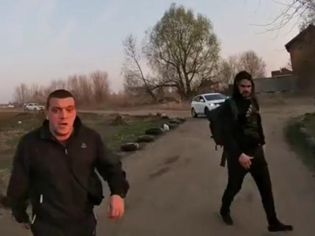 Подвыпившие мужчины с пистолетом напали на парня на квадроцикле на окраине Киева