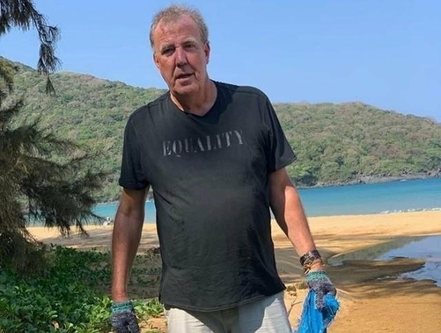 Джереми Кларксон помог с уборкой мусора на пляже во Вьетнаме (3 фото)