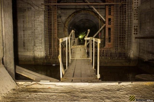 Взгляд изнутри: недостроенное метро в Омске (20 фото)