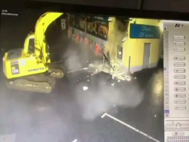 В Ирландии злоумышленники украли банкомат при помощи экскаватора