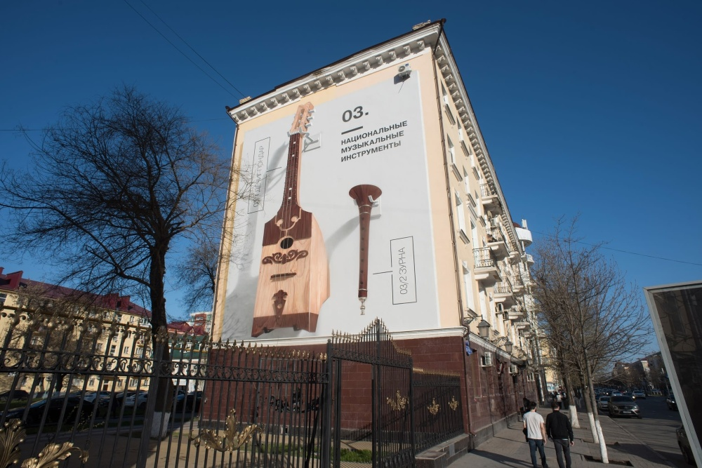 На стенах Грозного появились исторические 3D-граффити (7 фото)