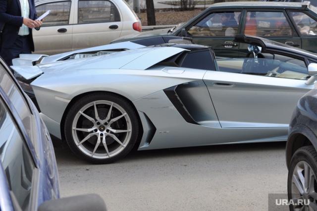 Челябинский олигарх Александр Аристов попал в аварию на своем Lamborghini (4 фото)