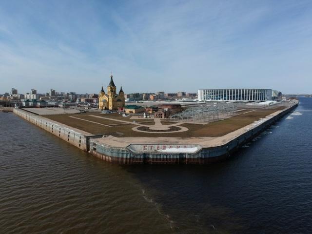 Слияние рек в Нижнем Новгороде (3 фото)