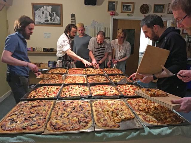 Исследователи в Антарктиде питаются не хуже, чем кормят в элитных ресторанах (6 фото)