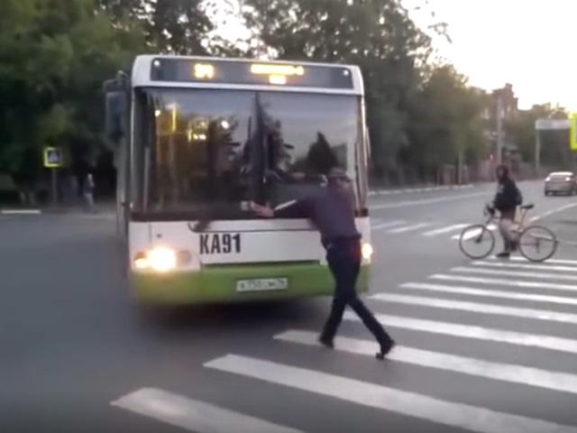 Не надо было злить водителя автобуса