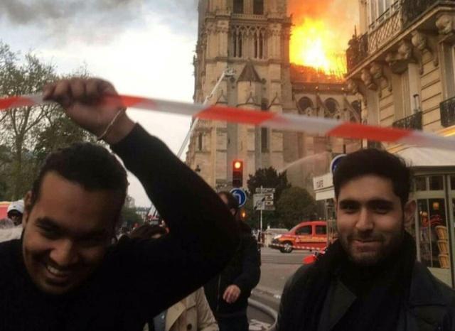 Не все расстроились из-за пожара в Соборе Парижской Богоматери (3 фото + видео)